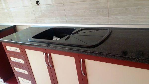 Кухненска мивка модел 2022 черна