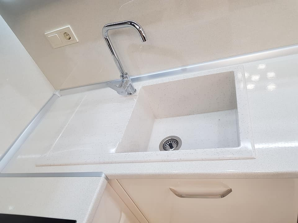 Кухненска мивка модел 2122 цвят бял със сифон ф90